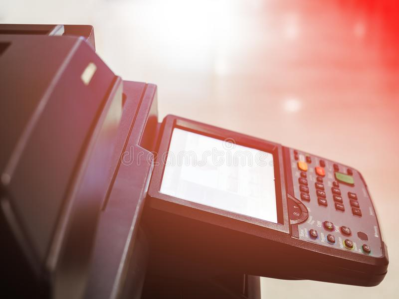 máquina preta do copyer no uso no escritório imagens de stock