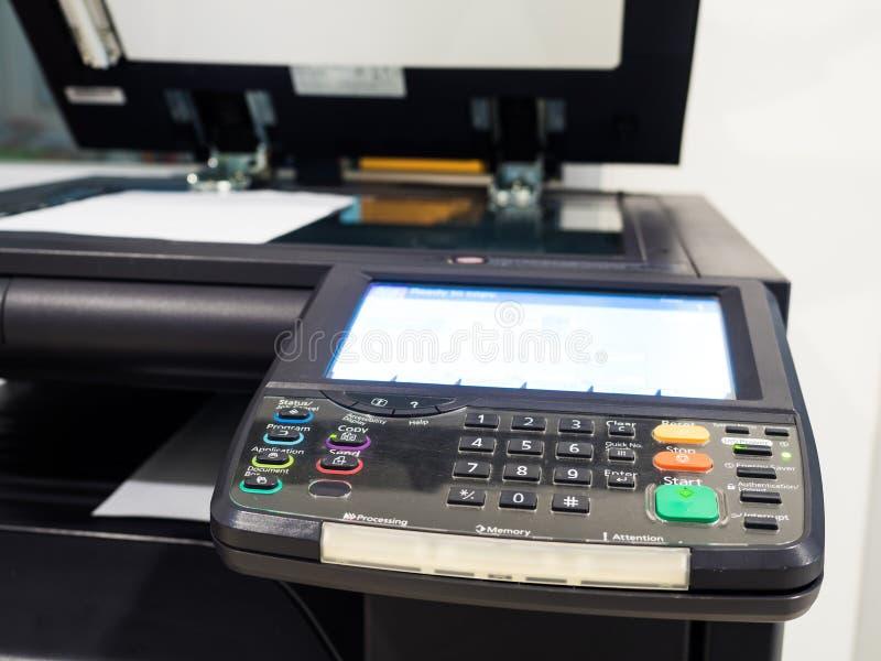 máquina preta do copyer no uso no escritório fotografia de stock royalty free