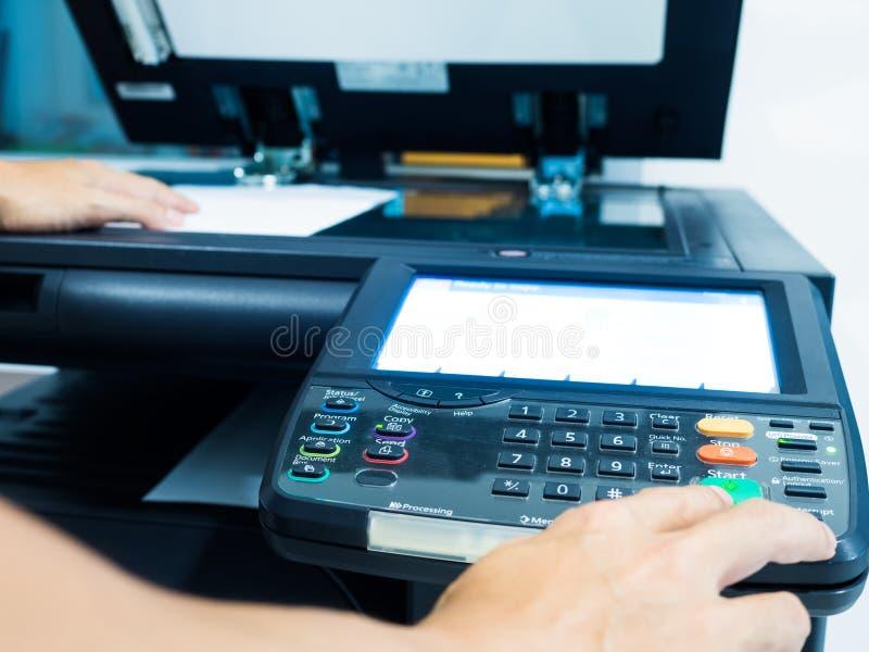 máquina preta do copyer no uso no escritório imagem de stock royalty free