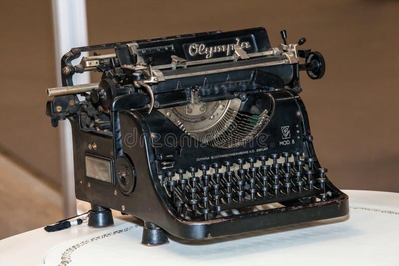 Máquina retro da máquina de escrever foto de stock royalty free