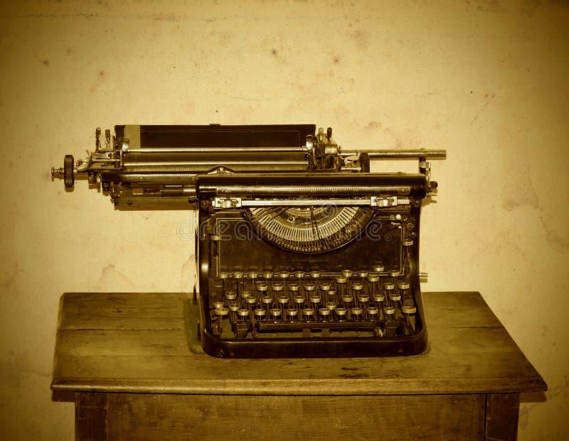Máquina velha da máquina de escrever imagem de stock