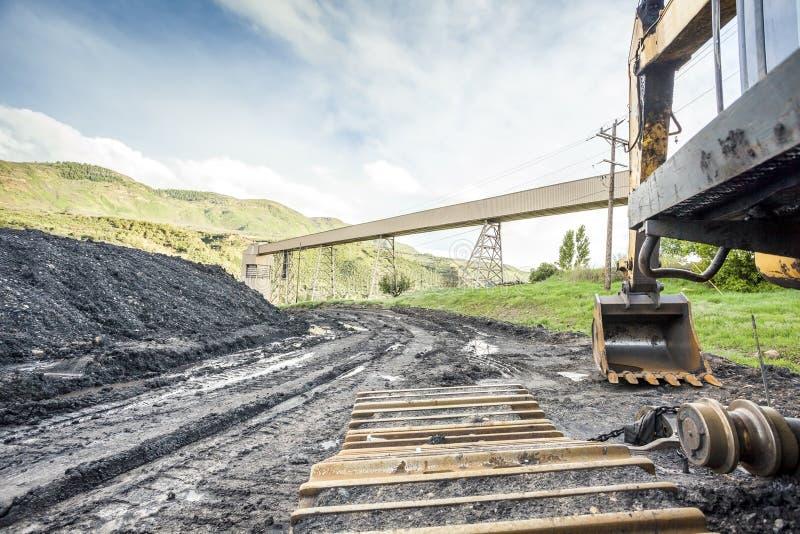 Máquinas, carvão e infraestrutura de mineração imagens de stock