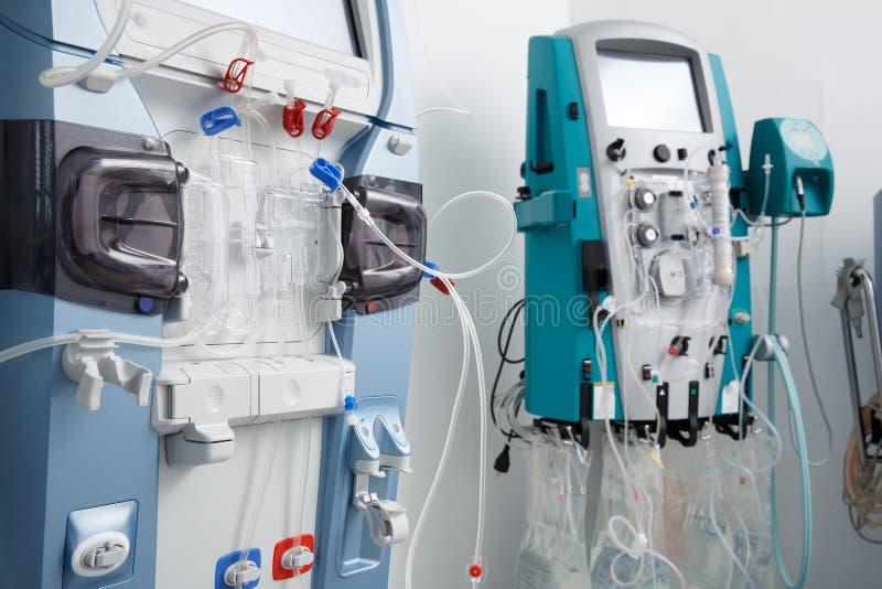 Máquinas de la hemodialisis con tubería e instalaciones fotos de archivo libres de regalías