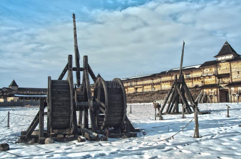 Máquinas medievais do cerco foto de stock