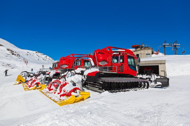 Máquinas para las preparaciones de esquí de la cuesta en malos Hofgastein - Austr fotos de archivo