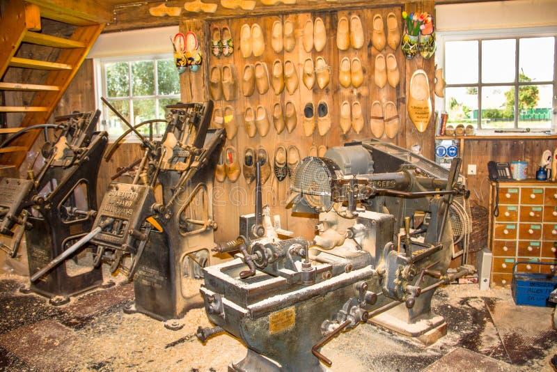 Máquinas para producir estorbos de madera holandeses en Zaandam, los Países Bajos imagen de archivo libre de regalías