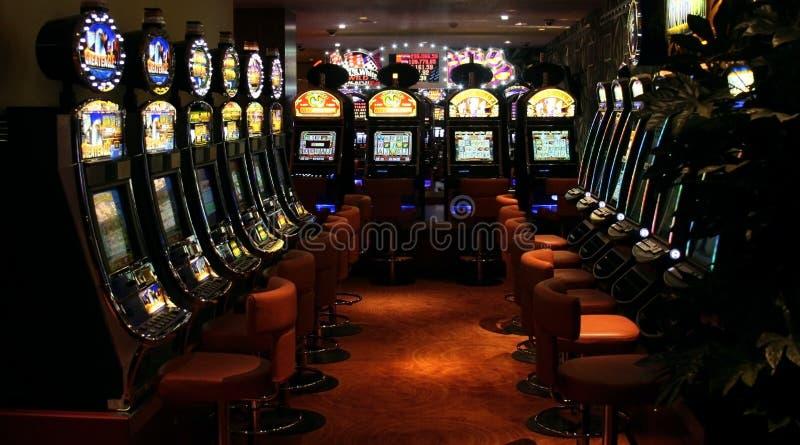 Máquinas tragaperras del casino imagenes de archivo
