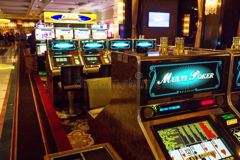 Máquinas tragaperras en el casino de Bellagio fotos de archivo libres de regalías