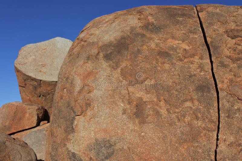 Mármores Karlu Karlu dos diabos no Território do Norte, Austrália fotos de stock royalty free