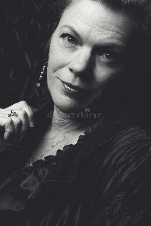 Más vieja mujer hermosa foto de archivo libre de regalías
