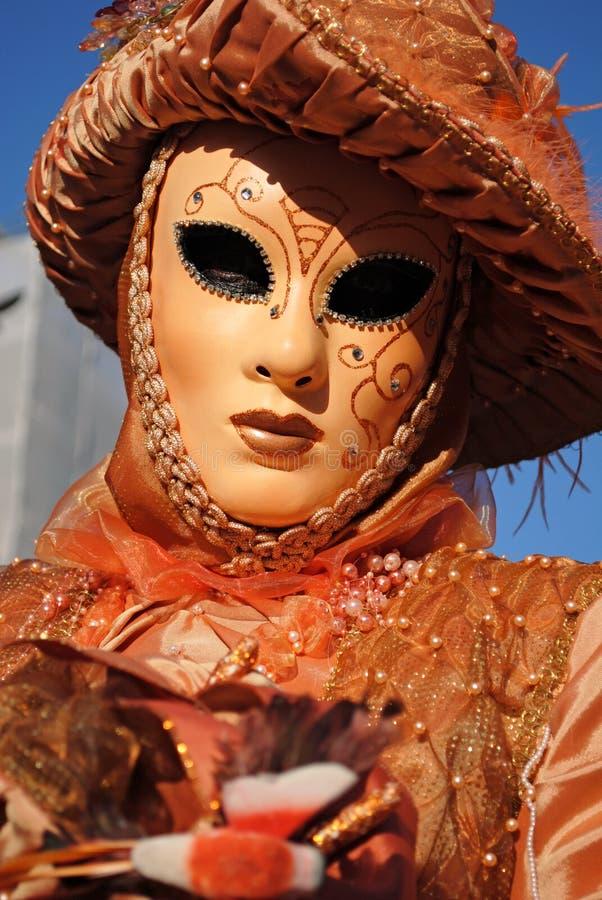 A máscara alaranjada foto de stock