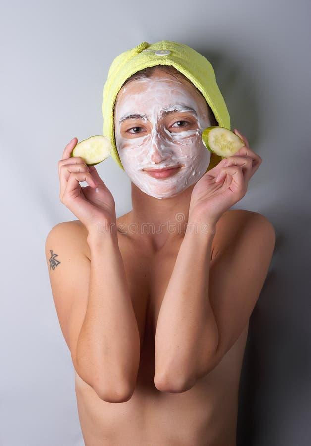 Máscara cosmética en la cara foto de archivo libre de regalías