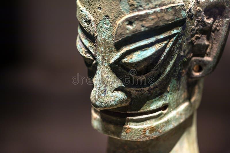 Máscara de bronce china antigua del Museo Nacional arqueológico de Pekín del sitio de Sanxingdui, el 21 de febrero de 2019 fotografía de archivo