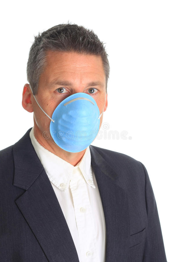 Máscara de la gripe del hombre que desgasta imagen de archivo libre de regalías