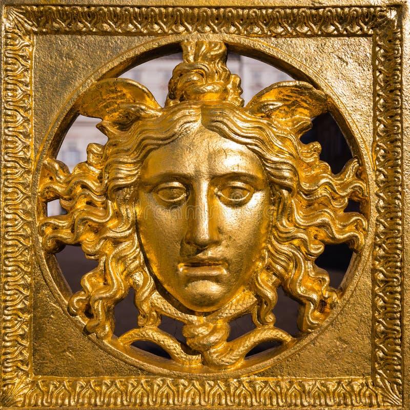 Máscara de la medusa de oro fotos de archivo libres de regalías