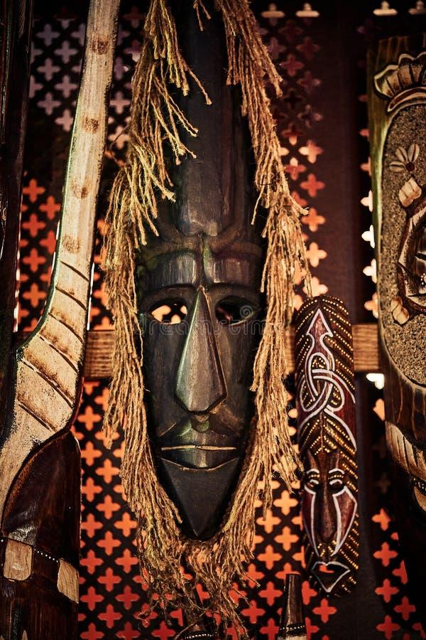 Máscara de madeira do vudu imagem de stock