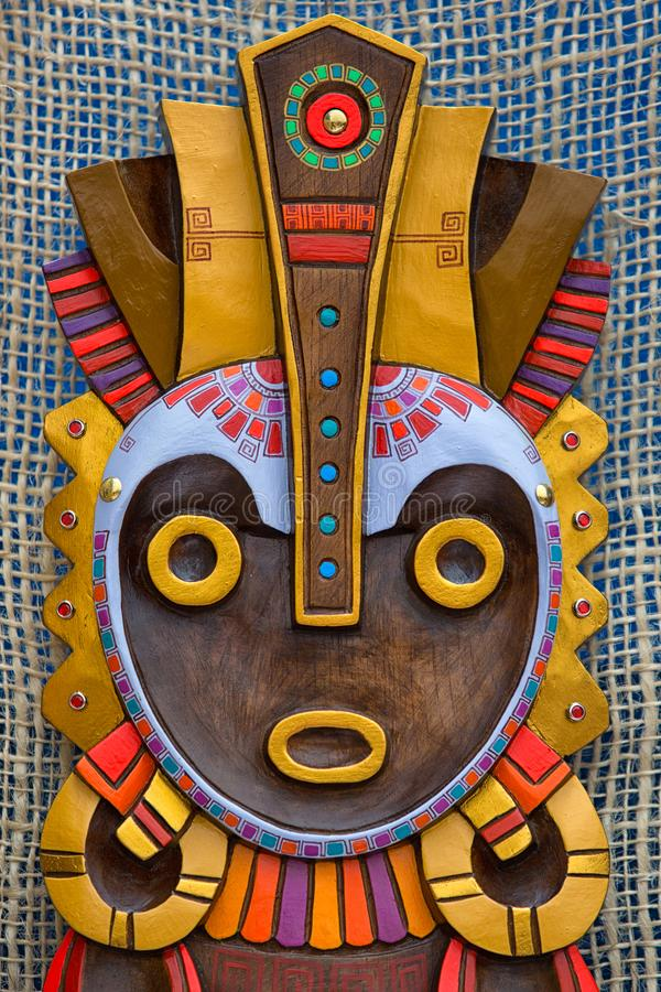 Máscara de madera colorida indígena foto de archivo