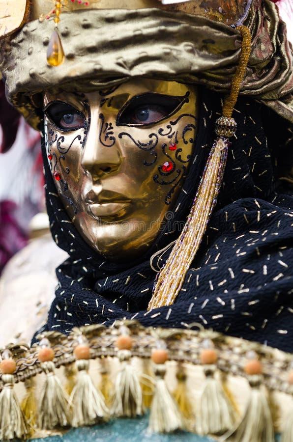 Máscara de oro veneciana imagen de archivo