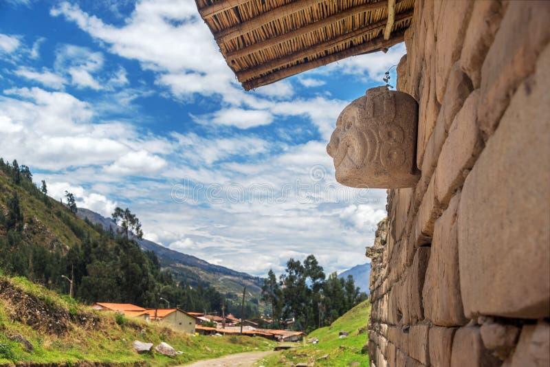Máscara de piedra en Chavin de Huantar imágenes de archivo libres de regalías