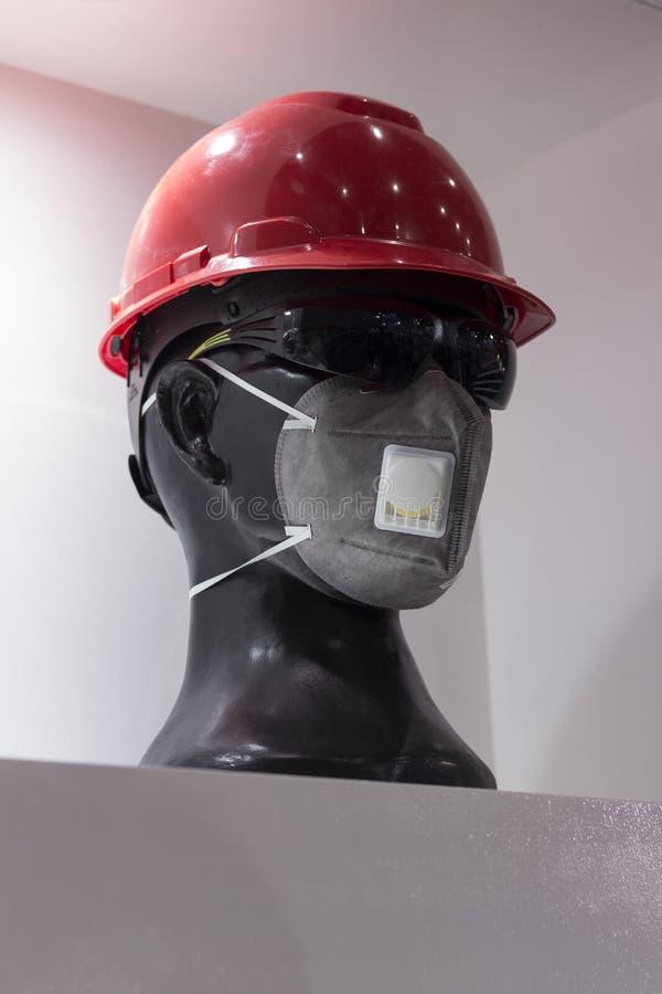 Máscara del filtro del gas; fondo blanco; Casco de trabajo; Favorable personal fotografía de archivo
