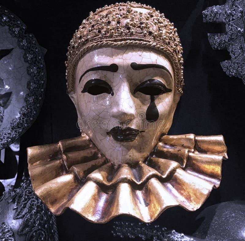 Máscara del traje de mascarada del pierrot para la venta en una tienda/una tienda venecianas tradicionales foto de archivo libre de regalías