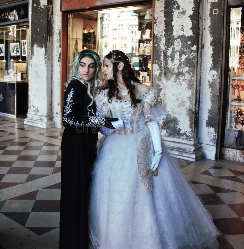 a máscara do Venetian-estilo, o carnaval de Veneza é um do mais famosos no mundo, seu característico é as máscaras, criadas ao re fotografia de stock royalty free