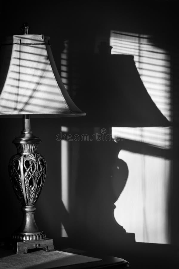 Máscara e luz de lâmpada foto de stock