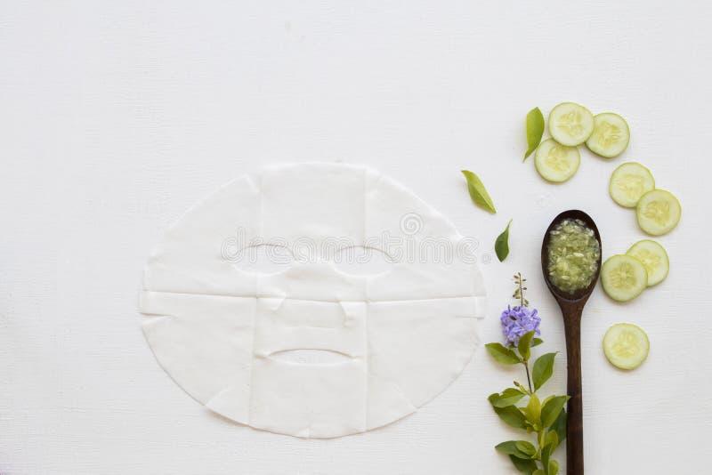 Máscara herbaria de la hoja del aroma de los cosméticos naturales del pepino fotografía de archivo