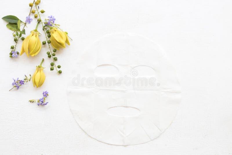 Máscara natural de la hoja del aroma de las flores herbarias del ylang imágenes de archivo libres de regalías