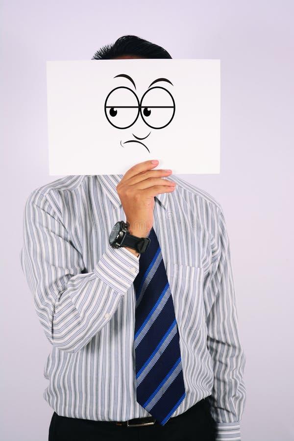 Máscara nova da dúvida de Wearing do homem de negócios isolada no branco fotografia de stock