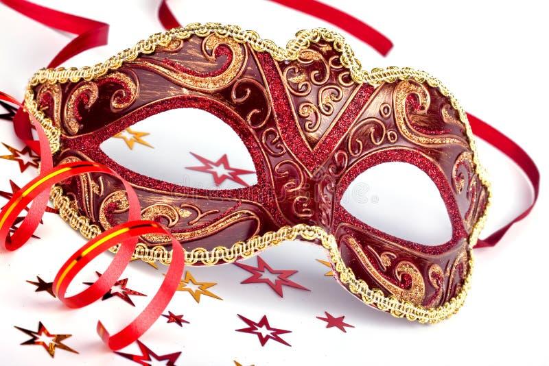 Máscara Roja Del Carnaval Con Confeti Y La Flámula Foto de archivo