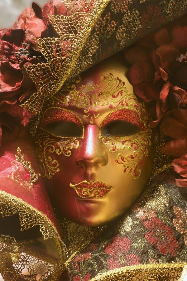 Máscara roja del oro de Venecia fotografía de archivo libre de regalías