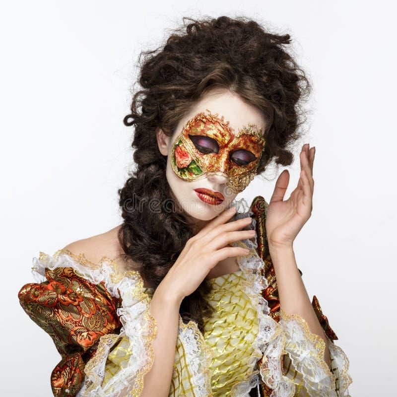 Máscara veneciana Mujer hermosa en vestido del vintage y una máscara en hola fotografía de archivo libre de regalías