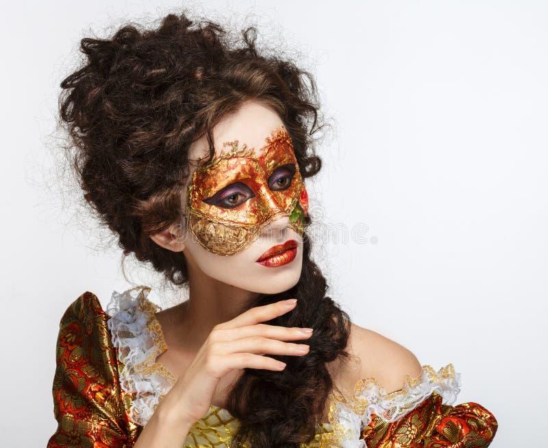 Máscara veneciana Mujer hermosa en vestido del vintage y una máscara en hola imágenes de archivo libres de regalías