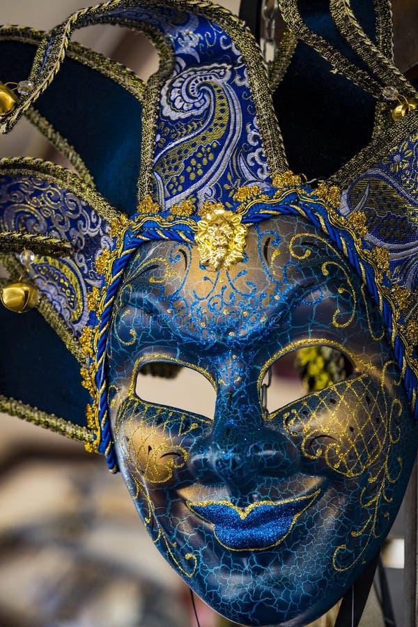 A máscara Venetian bonita tradicional para a participação no carnaval fotografia de stock