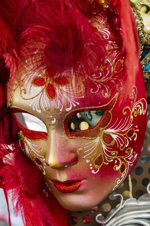 A máscara Venetian bonita tradicional para a participação no carnaval imagens de stock