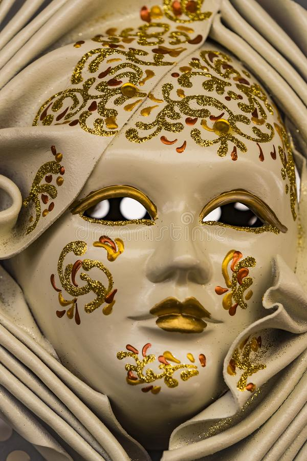 A máscara Venetian bonita tradicional para a participação no carnaval imagem de stock royalty free