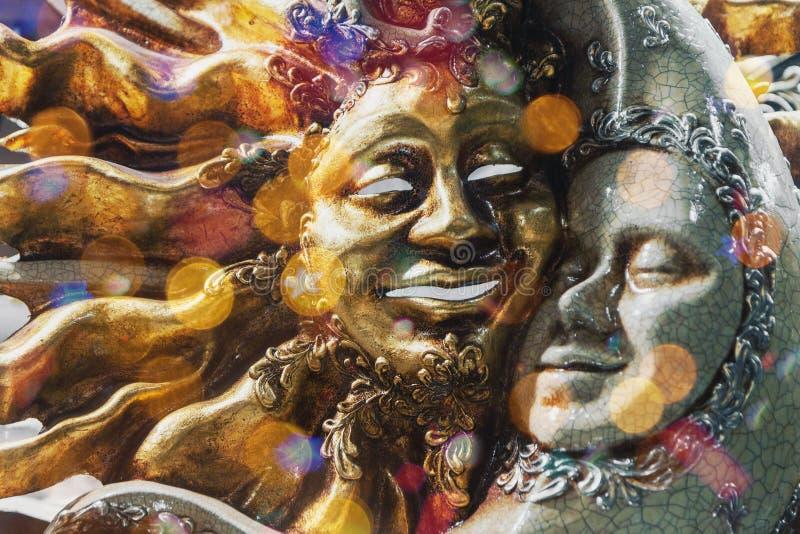Máscara venetian luxuosa decorativa de Sun e de lua fotografia de stock