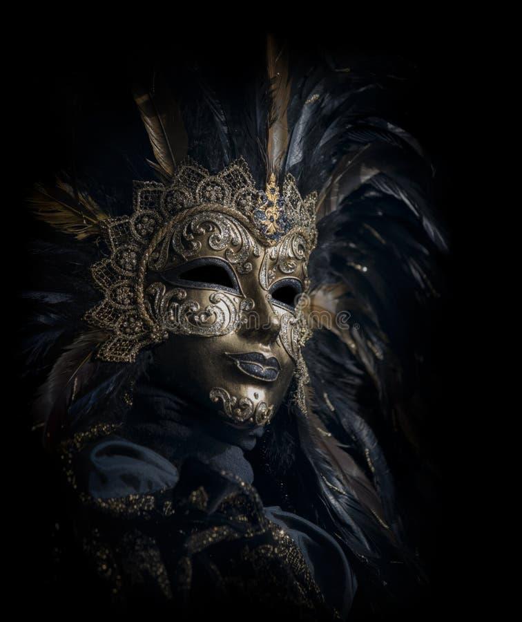 Máscara venetian luxuoso isolada no preto imagem de stock