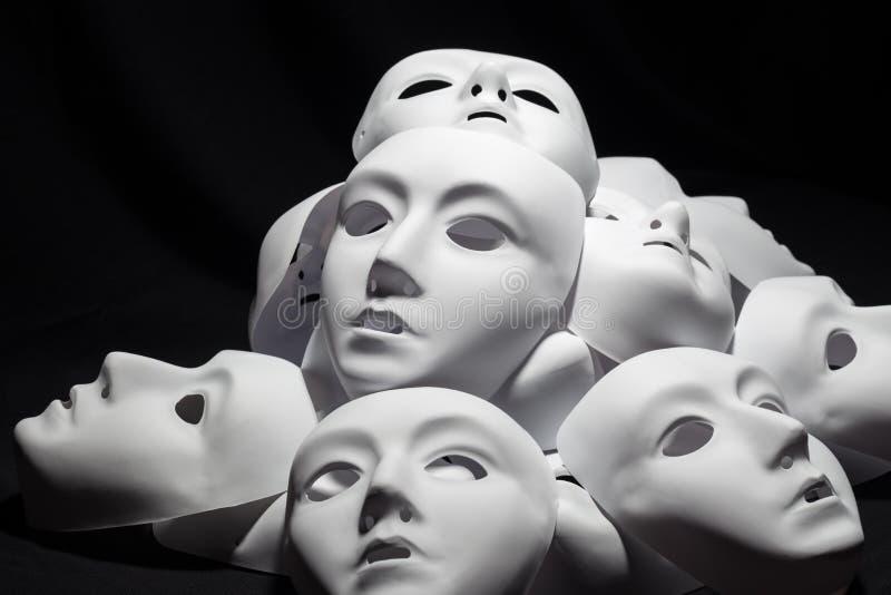 Máscaras blancas del teatro imagen de archivo