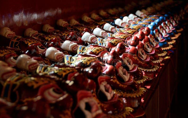 Máscaras budistas na exposição em Kathmandu, Nepal imagens de stock royalty free