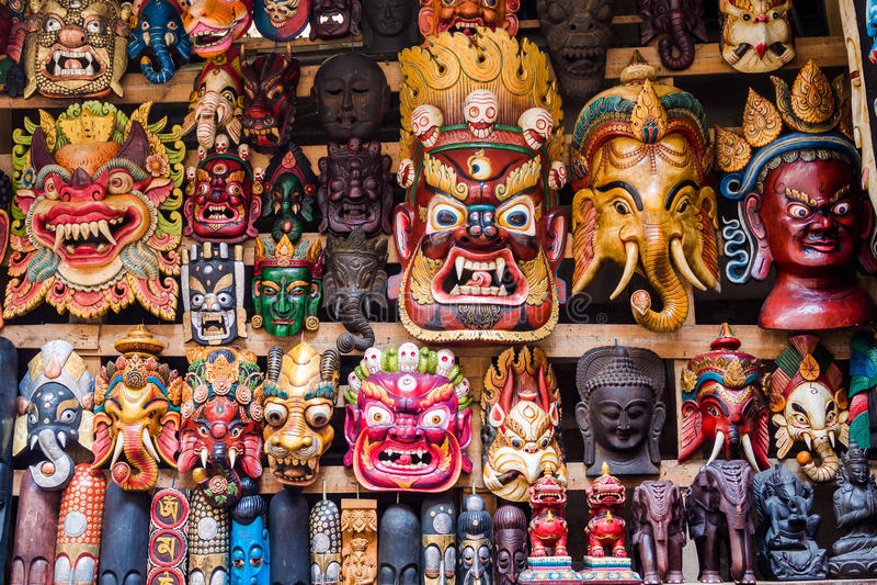 Máscaras coloridas na loja em Kathmandu, Nepal foto de stock royalty free