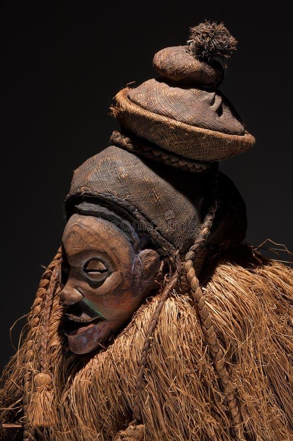 Máscaras de madera africanas con el pelo fotografía de archivo