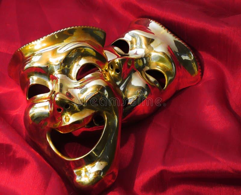 Máscaras do teatro no veludo vermelho fotografia de stock royalty free