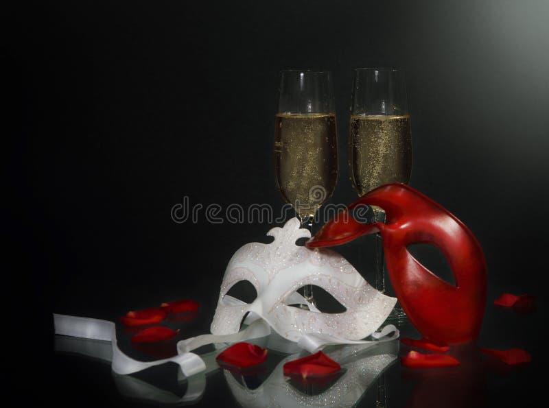 Máscaras e champanhe do carnaval imagem de stock royalty free