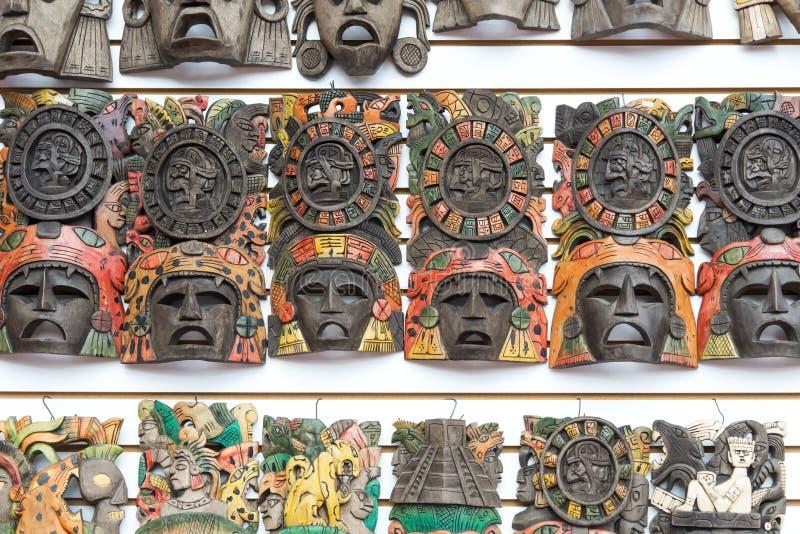 Máscaras handcrafted de madera mayas fotos de archivo