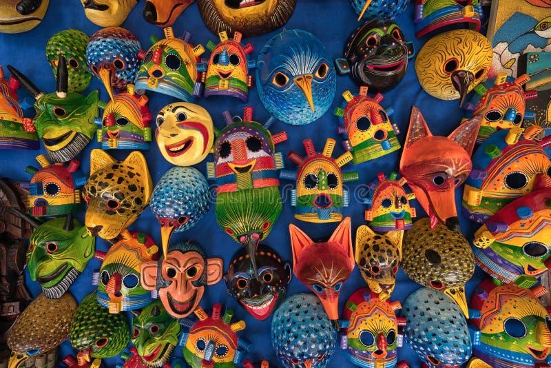 Máscaras indígenas coloridas en Otavalo Ecuador imagen de archivo libre de regalías