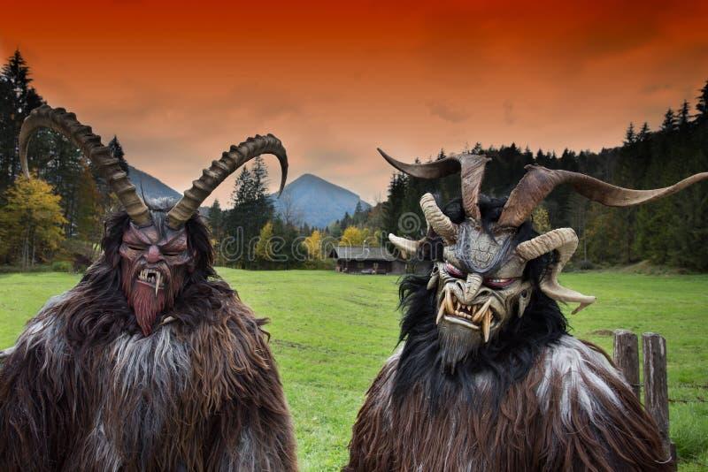 Máscaras tradicionais alpinas de Krampus foto de stock