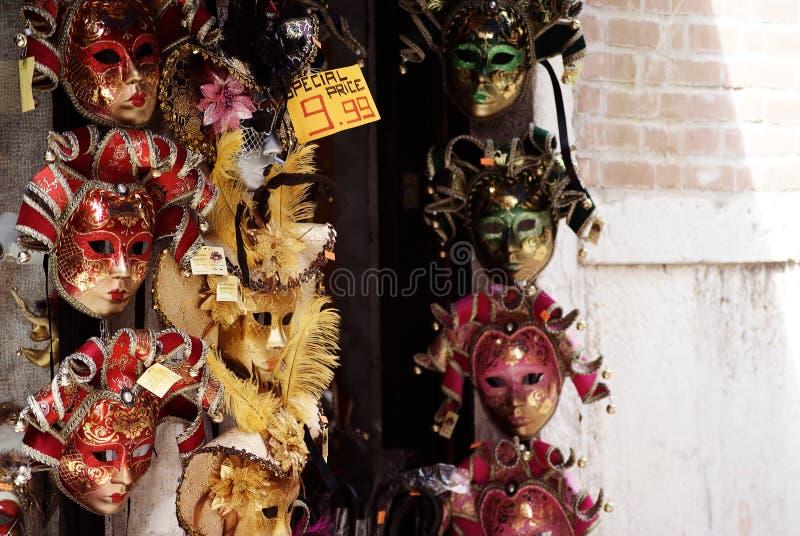 Máscaras venecianas para la venta en las calles de Venecia, Italia fotografía de archivo