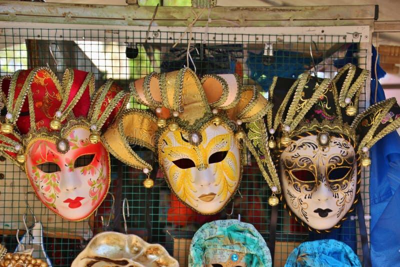 Máscaras Venetian do carnaval na ilha Burano, Itália fotos de stock